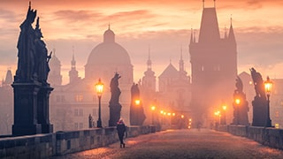 ilhan-eroglu-sony-alpha-7RII-lady-stands-on-city-bridge-at-dawn-with-streetlights-and-mist