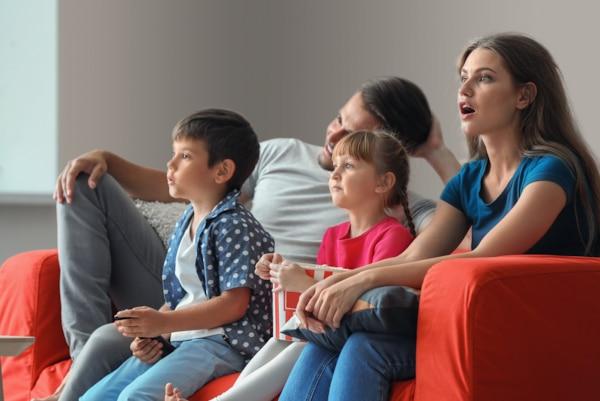 Obitelj gleda film