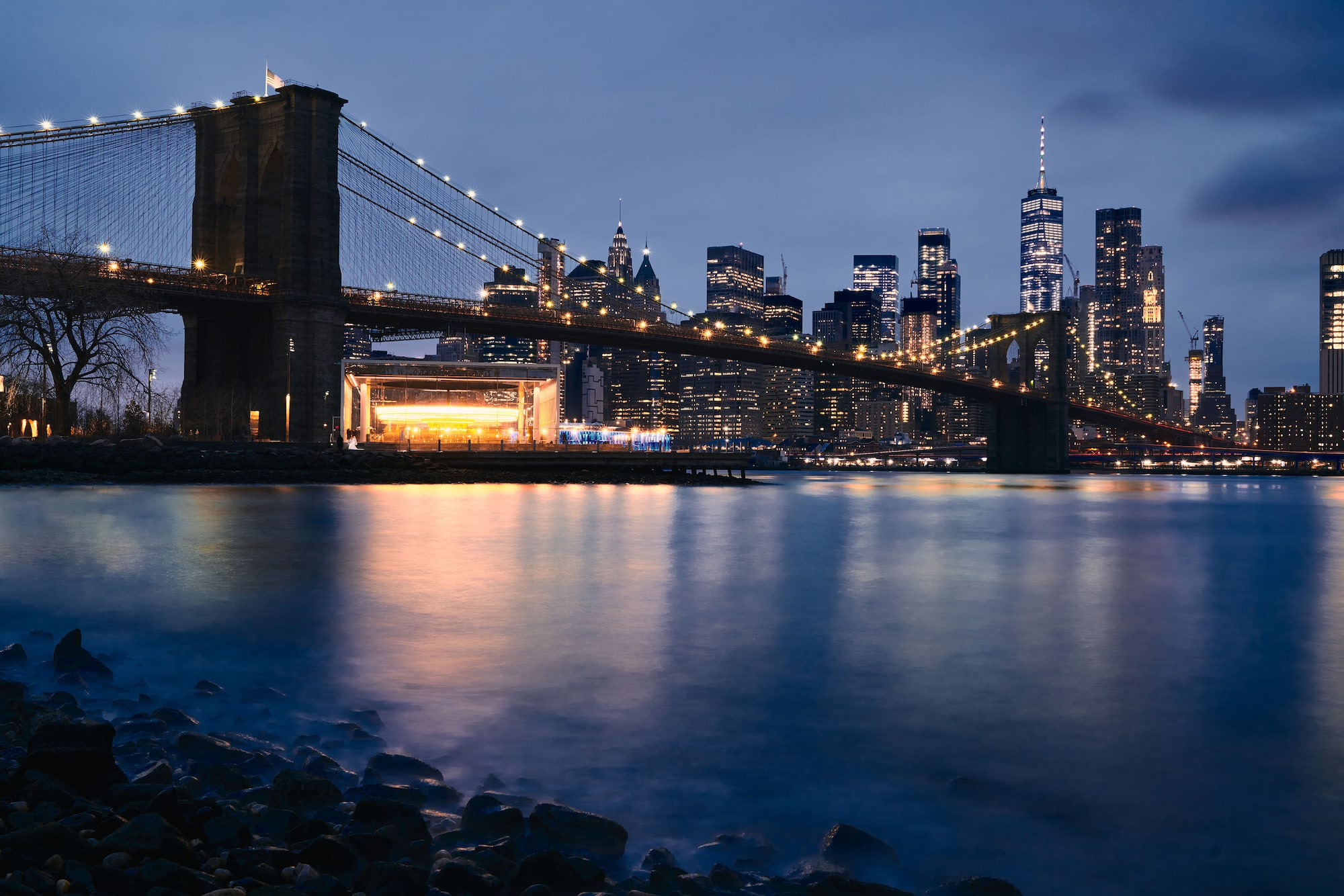 Ron Timehin sony alpha 7RM3 nocni pogled na manhattan uz most brooklyn u daljini