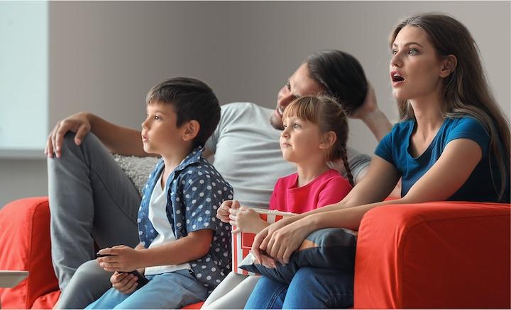 Obitelj uživa u filmovima